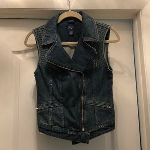 GUESS denim vest with zippers. NEVER WORN!